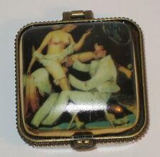Erotik Dose aus Porzellan Schmuckdose Pillendose im Antik Stil Doktor 8x5x5cm