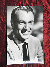 GARY COOPER - FILM STAR - THE PEOPLE SHOW PARADE POSTCARD- P1108