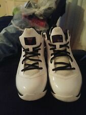 Boys Youth Size 6.5Y White JORDAN MELO M8 ATHLETIC SHOES IN EUC (469787-101)