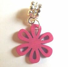 pendentif argenté fleur rose en bois 25x25 mm