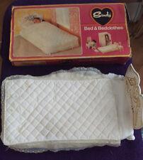 Sindy Dolls Bed & lenzuola con biancheria da letto-PEDIGREE anni 1970-Boxed
