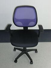 Bürostuhl auf Rollen, schwarz, lila Lehne mit Armlehnen, neu.