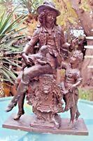 ancienne sculpture régule personnage, mouton et petite fille