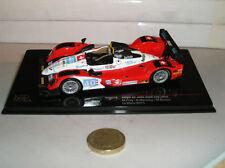 Voitures miniatures rouge IXO
