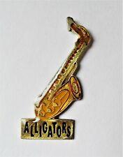 pin's instrument de musique saxophone Alligators