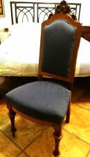 Coppia di sedie antiche imbottite, in legno scuro intarsiato con radica