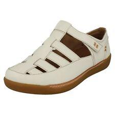 Ladies White Leather Riptape Closed Toe Clarks Sandals Un haven Cove