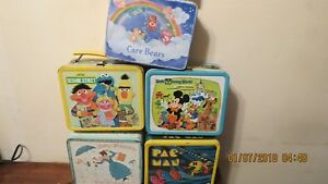lot off (5 ) lunch boxes