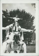 Pyramide d'acrobates enfants  Vintage silver print. Tirage argentique d&#