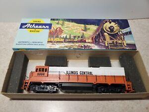 HO Scale - Athearn - Illinois Central U30B Dummy Diesel Locomotive Train #5004