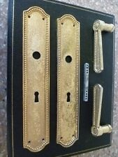 A PAIR OF VINTAGE FRENCH BEAD EDGE CAST BRASS FINGER PLATES & DOOR HANDLES,