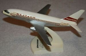 Vintage 1/100 Topping Western Airlines Boeing 737-200 Desktop Airplane Model