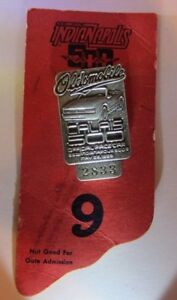 1985 INDIANAPOLIS 500 SILVER BADGE WITH BACKER CARD DANNY SULLIVAN WIN INDY CAR
