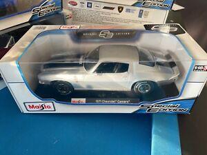 Maisto 1971 Chevrolet Camaro Silver Die Cast Car Model 1:18 Scale