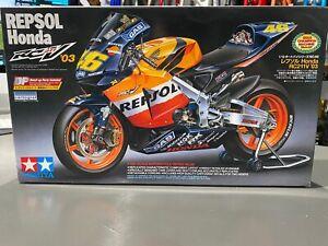 Tamiya 1/12 Honda RC211V Repsol '03 Rossi/Hayden Motorcycle Series #96