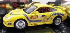Voitures de courses miniatures jaunes avec support Porsche