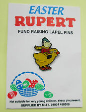 RUPERT POLICE CHARITY PIN BADGE - EASTER CHICK 1999 - ON ORIGINAL CARD