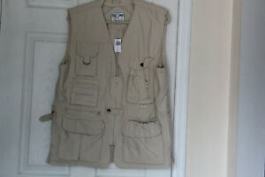FOX FIRE BEIGE TACTICAL VEST WITH MANY POCKETS, VENTED, ZIPPERED, MEN'S SZ M NWT
