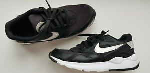 NIKE mens UK size 9 EU 43-44 BLACK & white low top casual comfort trainers