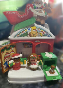 Fisher Price Little People A VISIT FROM SANTA House Complete w/Original Box 2009
