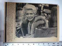 Vintage Wire Press Photo Lana Turner On Set For Falcon Crest 1/14/1982