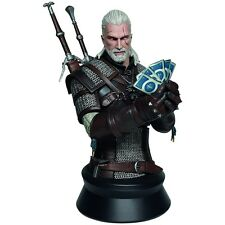 Witcher 3 Wild Hunt Bust Geralt Playing Gwent 23 Cm Dark Horse The Busts