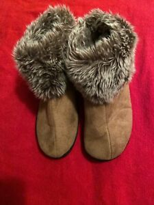 ISOTONER SLIPPERS Ankle Booties Size 6.5/7 Brown Faux Suede & Faux Fur Trim