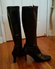 Calf hugging Bandolino pre owned knee lenght boots size 5.5
