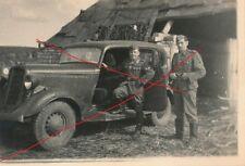 Nr 5688 privat Foto Deutsche Soldaten mit Auto