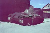 Foto Farb Dia Panzer Tank Beute Panzer T 34 mit WH Soldaten Ostfront top selten