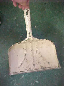 Vintage Metal Dust Pan Antique VERY heavy duty excellent kitchen tool decor