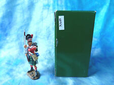 King & Country retired - NA49 - 42nd Black Watch Highlander Standing at Ready