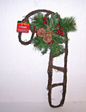 CANDY CANE WREATH DOOR WALL RATTAN RUSTIC PINE HOLLY BERRY CHRISTMAS WOOD LOOK