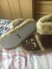 ladies slippers size 5 from hobo