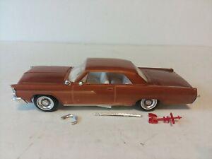ORIGINAL AMT 1963 PONTIAC BONNEVILLE MODEL CAR BUILT AND PAINTED 1/25
