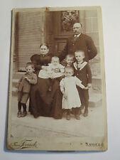Amberg - Familie - Mann & Frau & 5 Kinder vor einerm Haus - Treppe Haustür / KAB