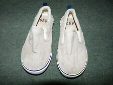 GAP white kids flat shoes. Size UK 10 EUR. 28