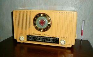 radio DUCRETET THOMSON modèle L4623  des années 1950