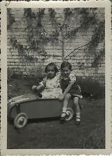 PHOTO ANCIENNE - VINTAGE SNAPSHOT - ENFANT VOITURE À PÉDALES - CAR TOY 1937 1