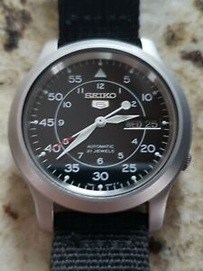 Seiko 5 SNK809 Auto Watch with Black Strap.  With box and papers  Worn 3x! 37 mm