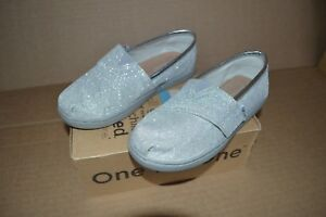 New in Box Toms Tiny Classic Silver Glimmer Girls Toddler Flats