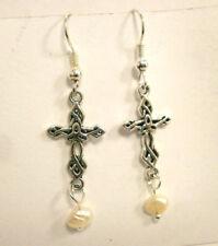 """Pendientes   """" Maria """" charm de cruz y perla natural de río"""