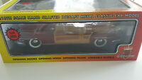 1948 Chrysler Town & Country Woody - Motor City Classics #5001 - Diecast 1:18
