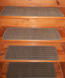 14  Step 9'' x 30'' + Runner 30'' x 61'' Tufted carpet Wool Blend Stair Treads .