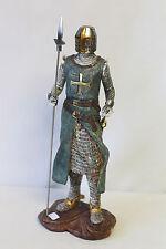Figurine en pied templier en composition polychrome et argenté avec hallebarde
