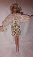 Puppenkleidung.passend für Barbiepuppe,Kleid,Jacke, Tasche + Hut Handarbeit 6295