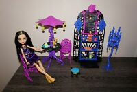 Monster High doll Cleo de Nile Scream & Sugar Cafe Playset Mattel