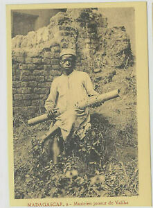 MADAGASCAR 34-Musicien joueur de Valiha