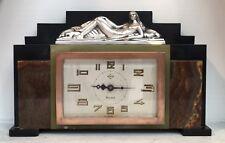 Pendule Art Deco Montée D'une  Sculpture Bronze Argenté «Femme Aux Lévriers»