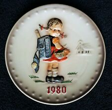 """Hummel Annual Plate 1980 """"School Girl� Hum 273 ~ New in Box ~ Stand included"""